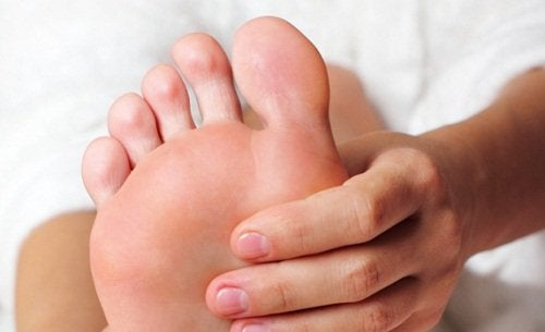 foot massage to stop a foot cramp