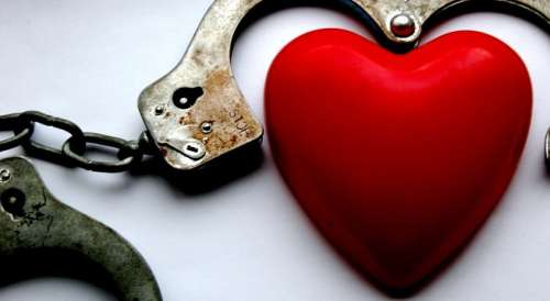 Heart and handcuffs representing a toxic relationship