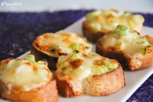 Breads with cheese and green onion.