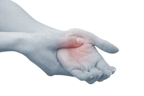 Showing pain in the hand joint pain arthritis benefits of consuming cilantro