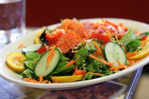 Perinteinen salaatti