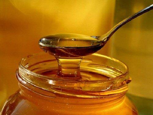 hoito yskään hunajasta ja sipulista