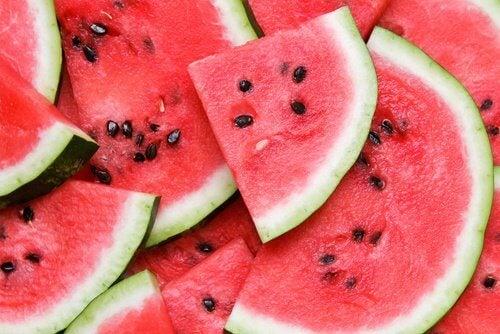 Hoida virtsatietulehdus vesimelonilla