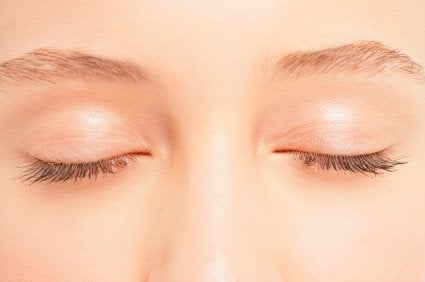 Facial exercises to look younger that work the eyelids