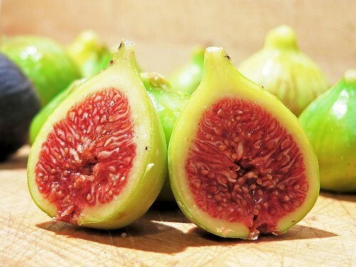 Figs cut in two