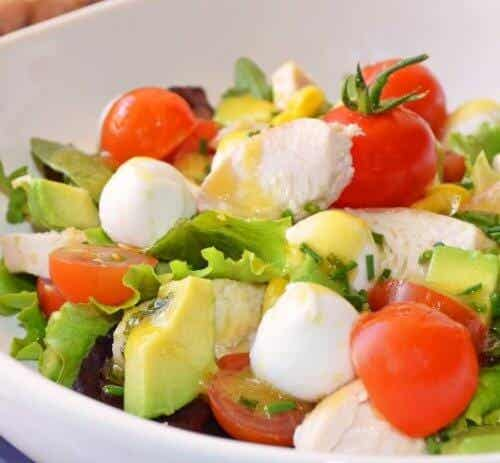 Prevent Bloating and Detoxify with This Salad