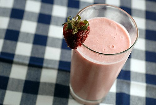 Strawberry smoothie for stronger hair, nails, and skin