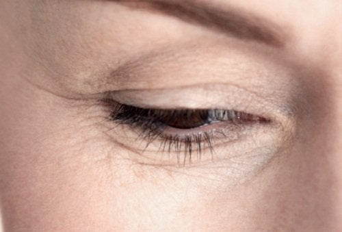 Close up of woman's eye with wrinkles natural remedies with avocado