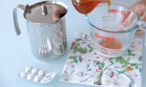 How to Make an Aspirin Facial Peel for Beautiful Skin