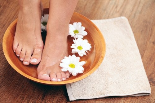 Foot soak to relieve tired feet