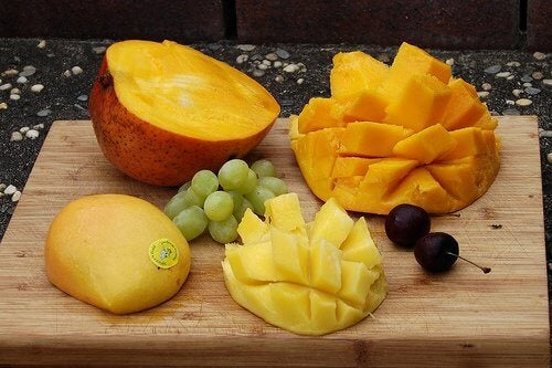 Cut mango and papaya with grapes