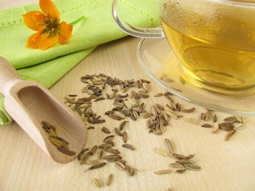 Reduce the risk of fluid retention in the legs by drinking fennel tea.