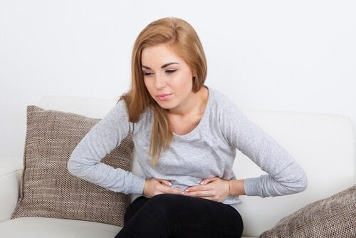 Abdominal pain may be a side effect of cinnamon oil