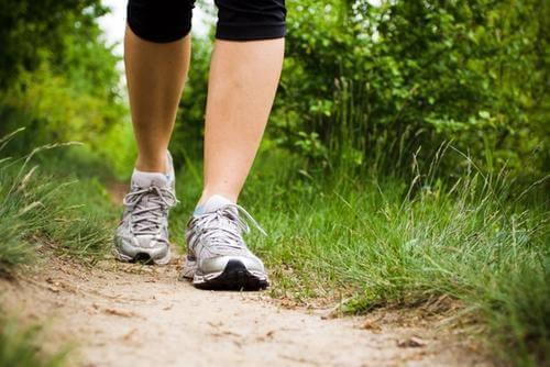 Jalkojen turvotus hellittää kävelemällä