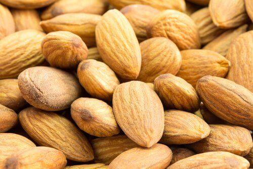 Almons help close skin pores