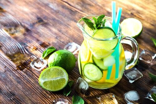 Detox juices with lemon