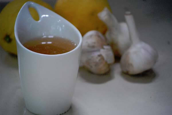 Preparing garlic tea