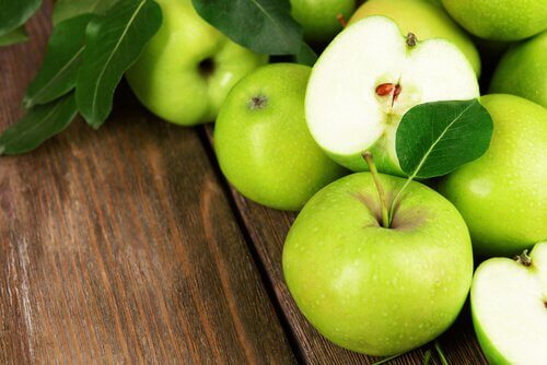 4 green apples