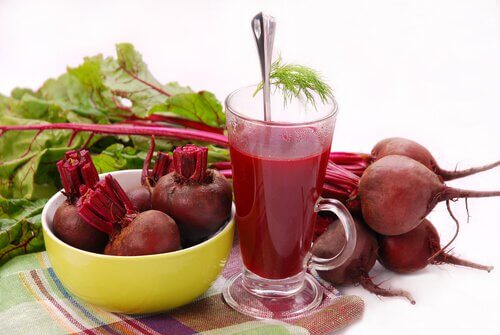 Benefits of drinking beet juice in a glass