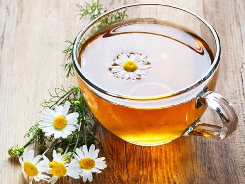 Chamomile infusion for getting rid of headaches