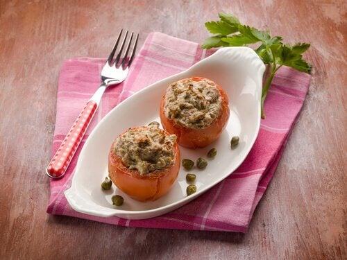 Stuffed tomatoes with tuna.