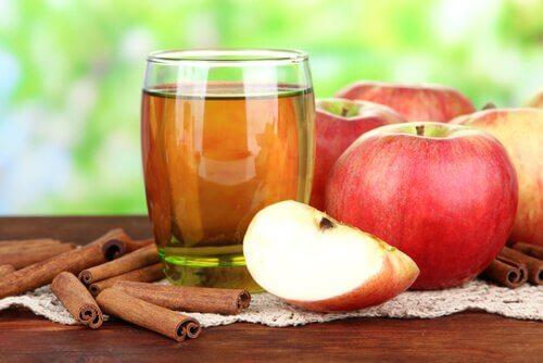 apple-cinnamon-water