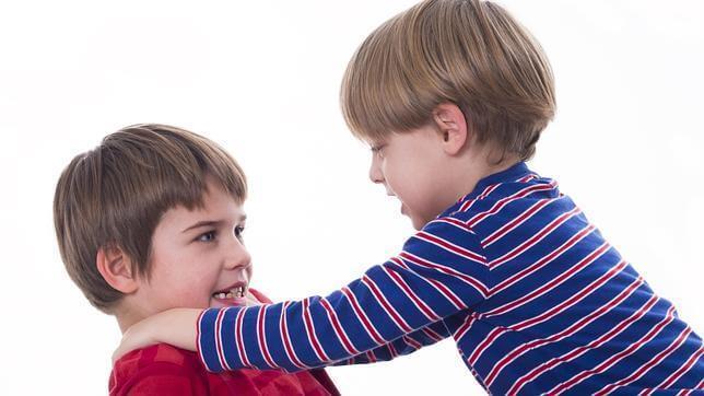 Veljesten tappelu lasten kasvatus