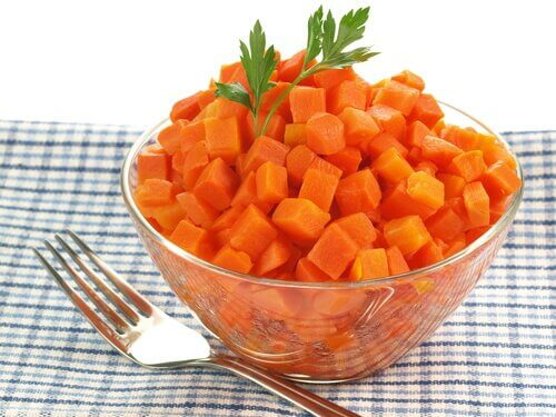 Use carrots to soothe a sore throat