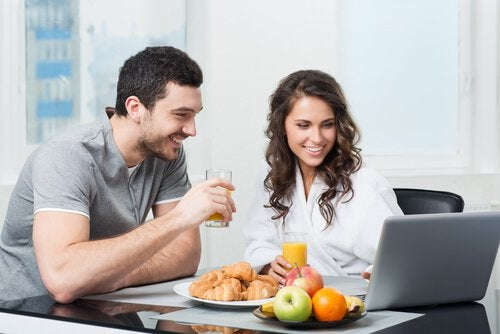 Couple eating fruit for breakfast and researching if they should eat fruit after dinner