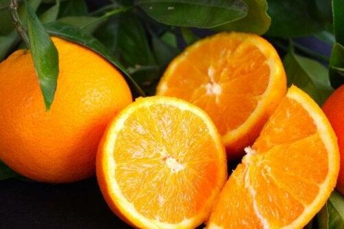 Some freshly cut oranges.