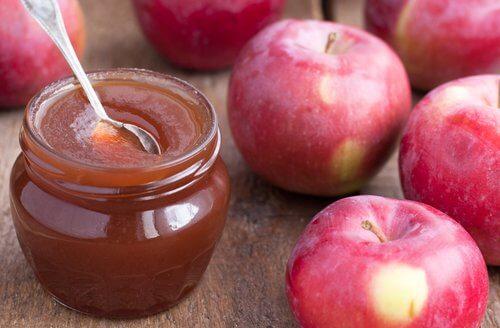 Punaiset omenat ja hillo