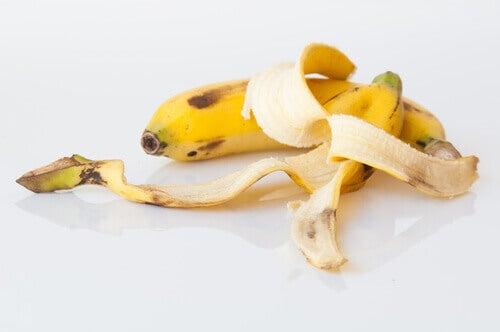 Banana and peeled banana