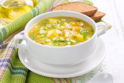 수프의 지방 빼는 데 사용하기