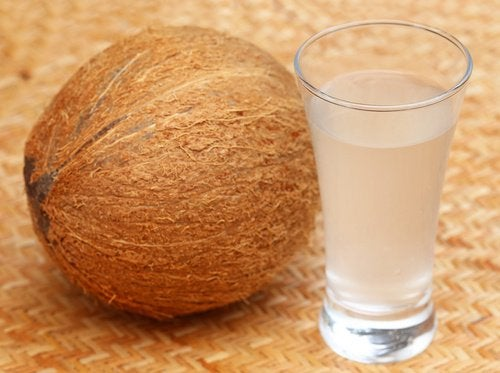 10 ways Coconut water can improve health