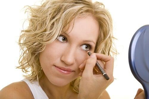 건강에 해로운 나쁜 화장 습관