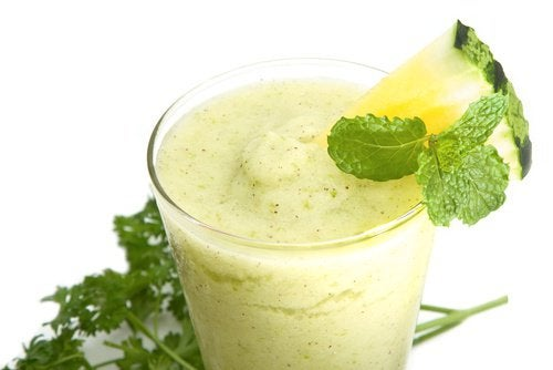 Vihreä smoothie vatsarasvan polttoon