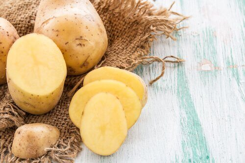 Potatoes can be used to remove warts without scarring