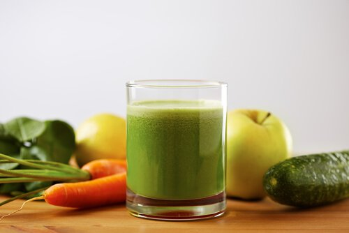 tomato-cucumber-carrot-smoothie
