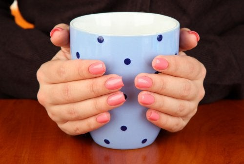 Cold hands are a sign of hypothyroidism