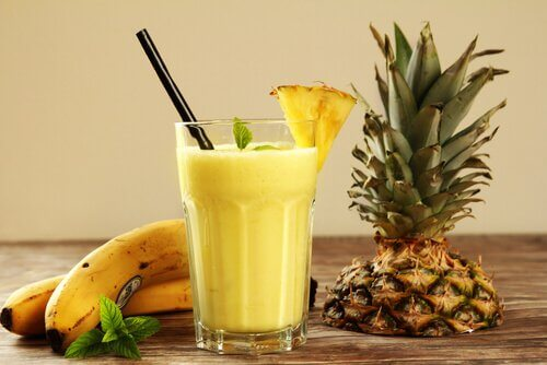 Rejuvenating smoothie with pineapple