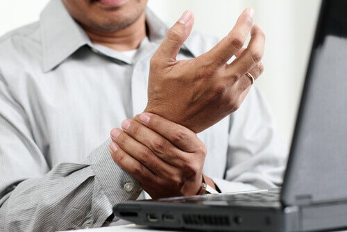 Prevent carpal tunnel syndrome before it strikes.