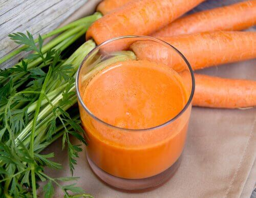 Rejuvenating smoothie with carrots