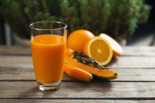 Papaya smoothie to cleanse your liver
