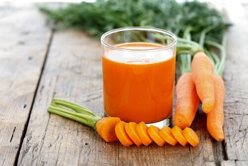 Liver cleansing carrot juice