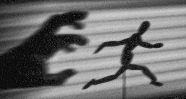 hand-chasing-figure