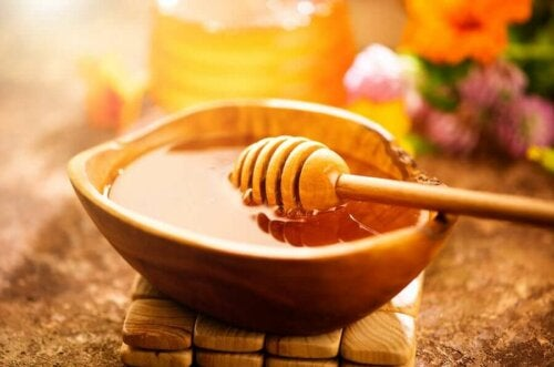 honey in a wooden bowl in the sun