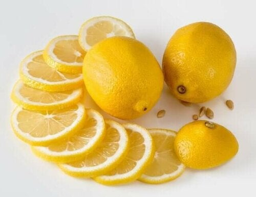 A few lemon wedges.