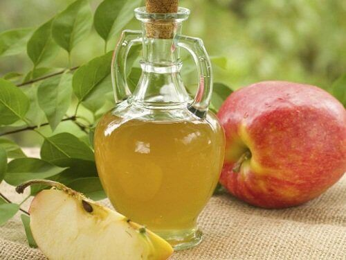Remove dental plaque with mouthwash made from apple cider vinegar and water