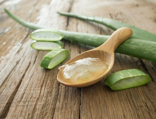 Aloe vera can help you deal with ulcerative colitis.