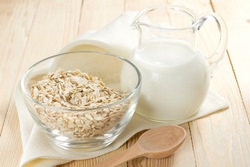 Healthy Nighttime Drinks: Oat milk